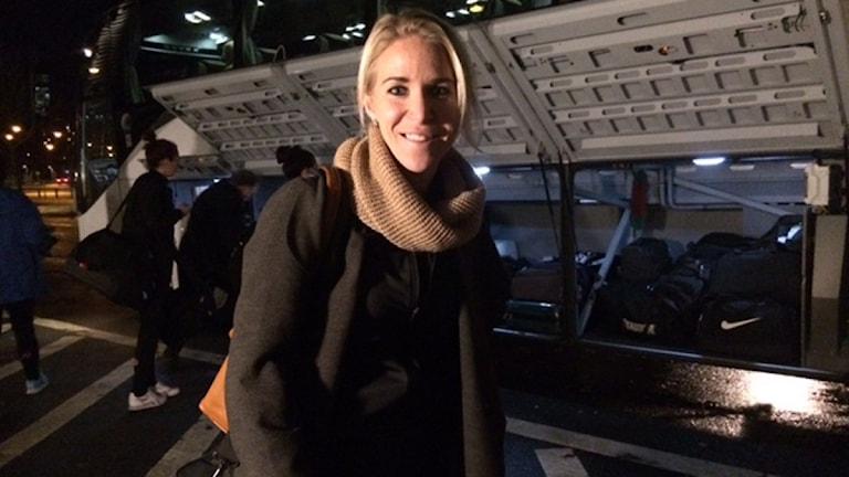 Elin Magnusson i KIF Örebro innan hon hoppade in i bussen till Arlanda. Foto: Malin Lurila/Sveriges Radio.