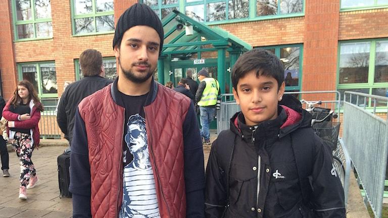 Özkan Abdallah 19 år och Kadir Abdallah 13 år på Mellringeskolan i Örebro