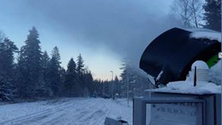 Snökanonerna igång i Kilsbergen. Foto: Ånnaboda