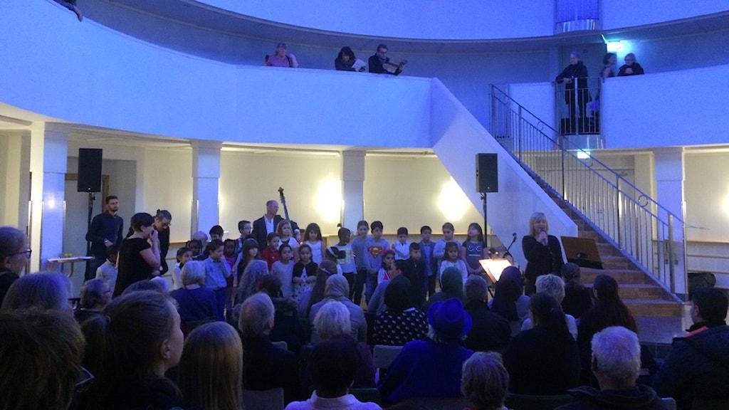 El Sistemakören under öppet hus i Örebro konserthus. Foto: Hanna Roth/Sveriges Radio.