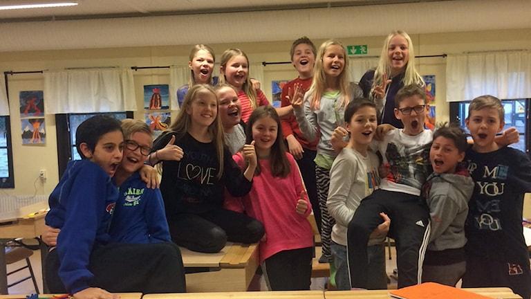 Klass 5 i Ås skola utanför Nora.