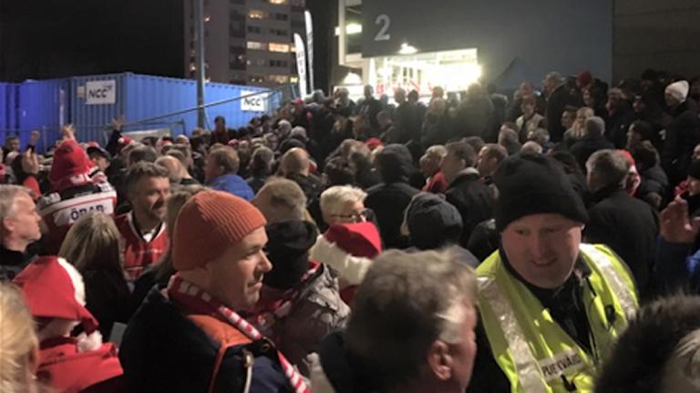 Rök från pyrotekniken utlöset brandlarmet på Behrn arena i lördags. Foto: Carina Galanou Ipsonius/Sveriges Radio.