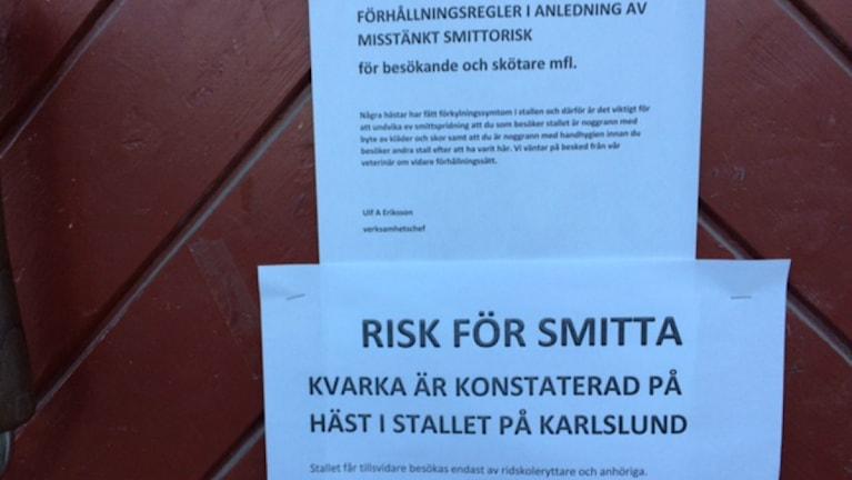 Skyltar om Kvarka på Karlslunds ridskola. Foto:Carina Galanou Ipsonius