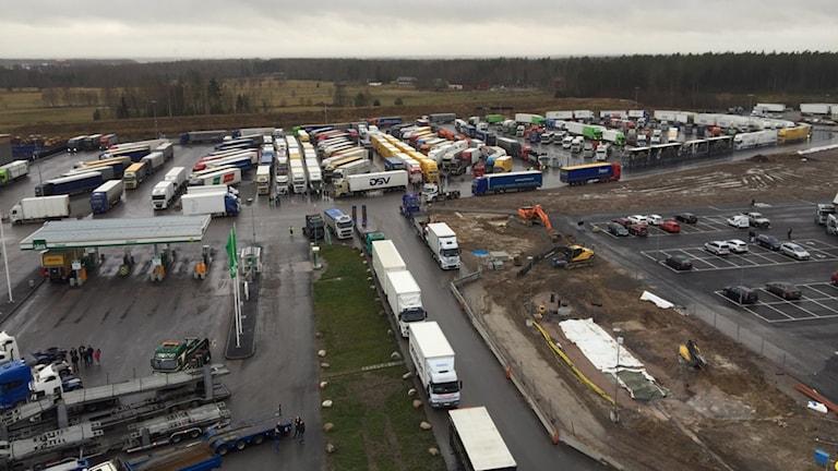 Samling vid Truckstop i Örebro. Foto: Alexander Mattisson