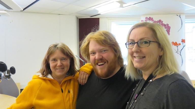 Idol-Martin Almgren flankeras av Anna Björndahl och Maria Rinaldo