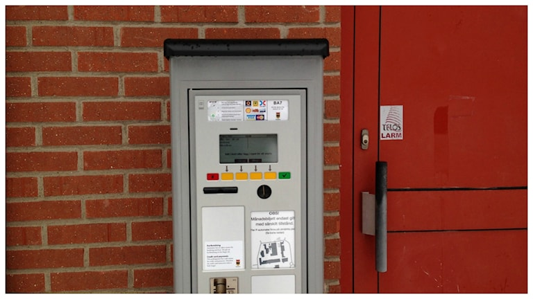 En av de ny parkeringsautomaterna på Tullängskolan i Örebro. Foto: Alfred Wreeby/Sveriges Radio