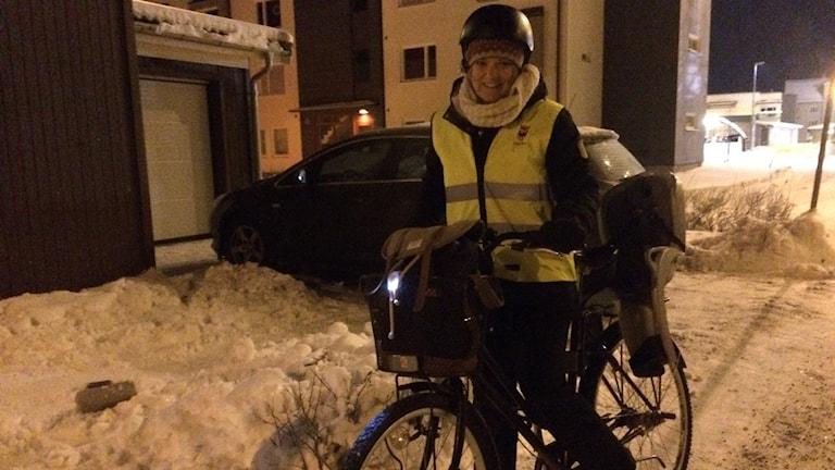 Pia Ridderby i Örebro har antagit Örebro kommuns utmaning att bli en vintercyklare. Foto: Anna Björndahl/Sveriges Radio.