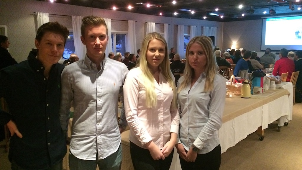 Alexander Edström, Jonas Wiewegg, Evelina Karlsson och Matilda Persson är UF-företagare. Foto: Anna Björndahl/Sveriges Radio.