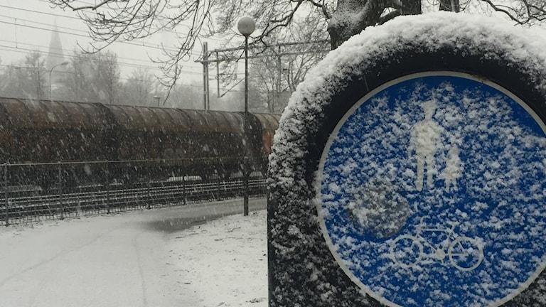 Örebro snöfall gata cykelbana