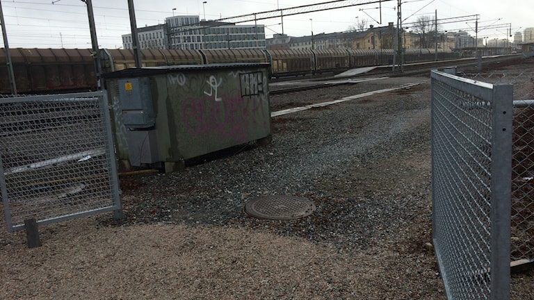 Såhär såg det ut vid den nya långtidsparkeringen i Örebro. Bara att gå rakt ut på spåren.