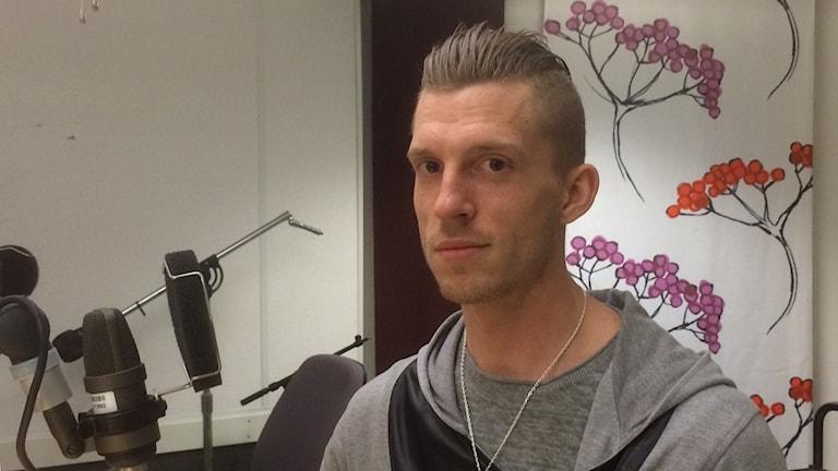 Jesper Söder har valt att åka till Mellanöstern och strida mot terrorn. Foto: Marie Hansson/Sveriges Radio.
