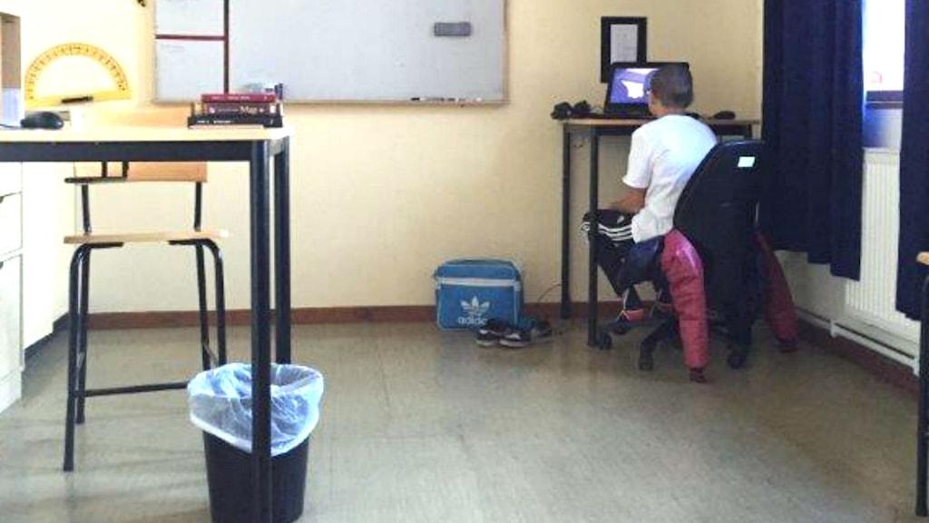 Sjundeklassare ensam grupprum skola Adolfsbergsskolan