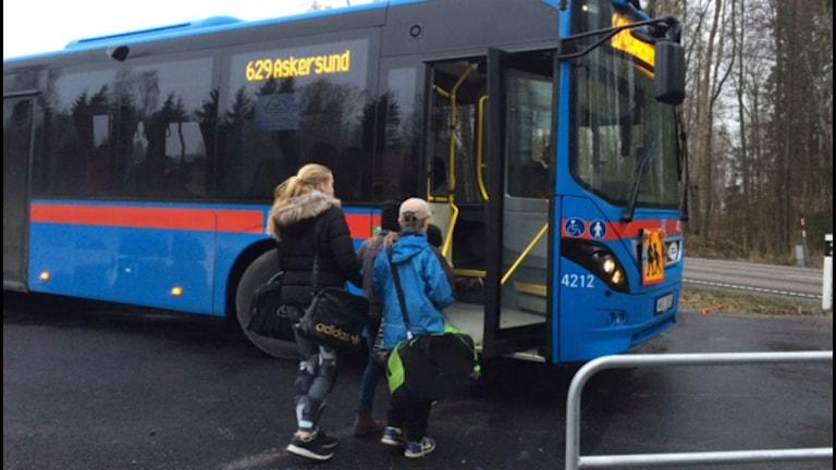 Skolbarn på väg till Askersund.