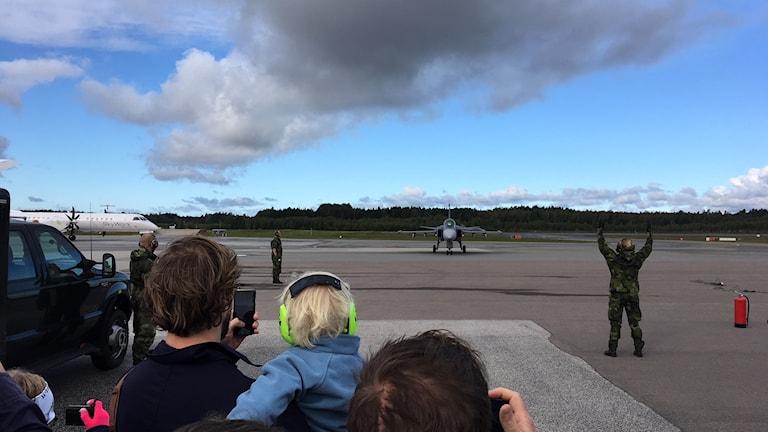 JAS-planen väckte stort intresse på Örebro flygplats 40-årsfirande.