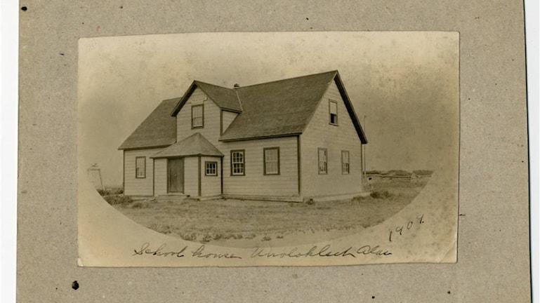 Skolhuset i Unalakleet där Malvina Johnson från Närke undervisade i slutet av 1800-talet.
