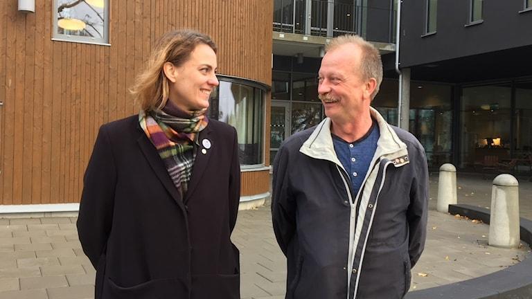 Caroline Dieker, moderat oppositionsråd tillsammans med Per Eriksson, socialdemokrat och kommunstyrelsens ordförande träffade vår reporter utanför Sjöängen.