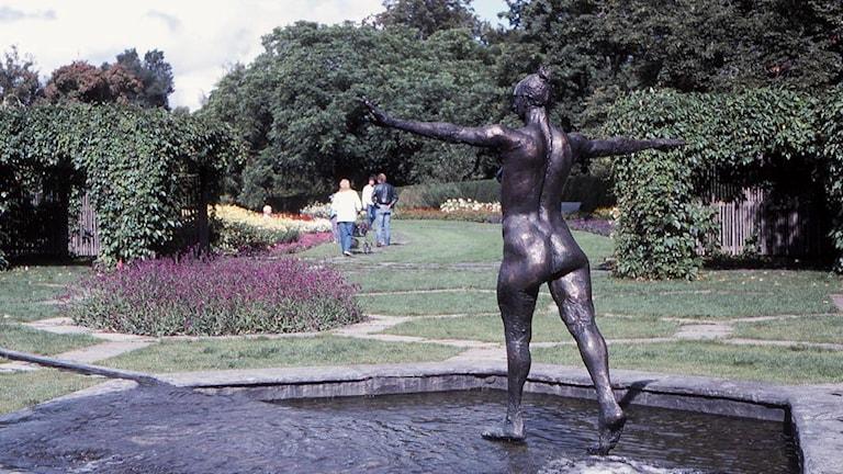 "Richard Brixels skulptur ""Balans"" i Stadsparken i Örebro."