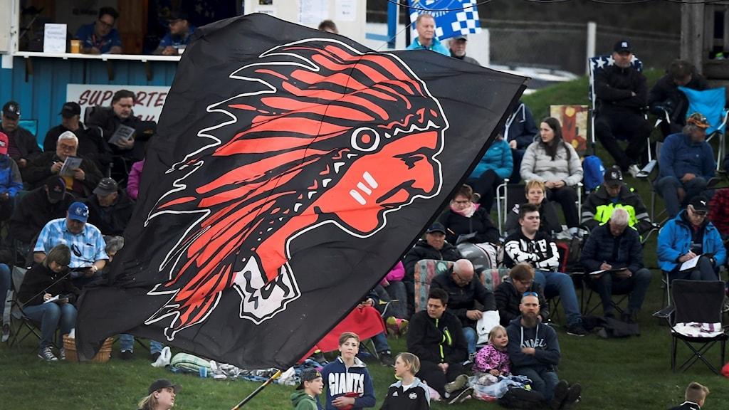 Indianernas supporterflagga vajar. Foto: Mikael Fritzon/TT