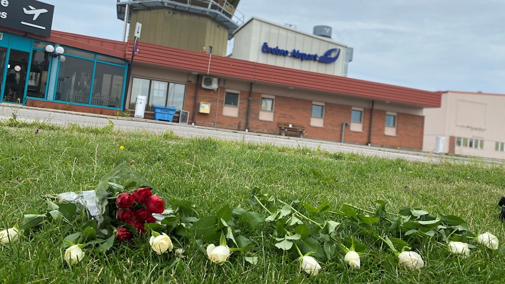 Rosor framför Örebro flygplats