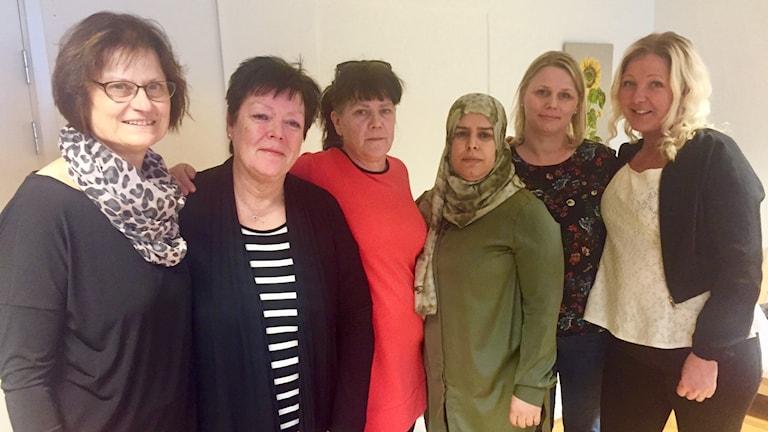 Utbildare Eva Boström med de fem språkombuden Åsa Tandemar, Maj-Louise Thalbäck, Halima Akremi, Maria Sjömark och Marlene Ejdenwik Lannhard.