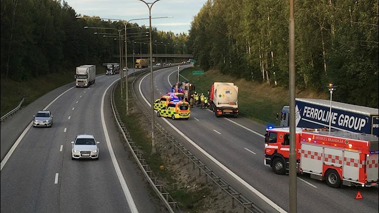 Två personer fick föras till USÖ efter olyckan.