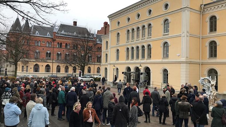 Manifestation utanför Örebro Länsteater.
