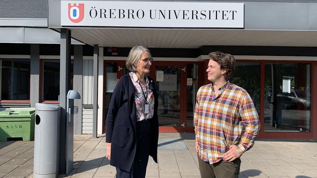 Proprefekt Åsa Öström och doktorand Magnus Westling.