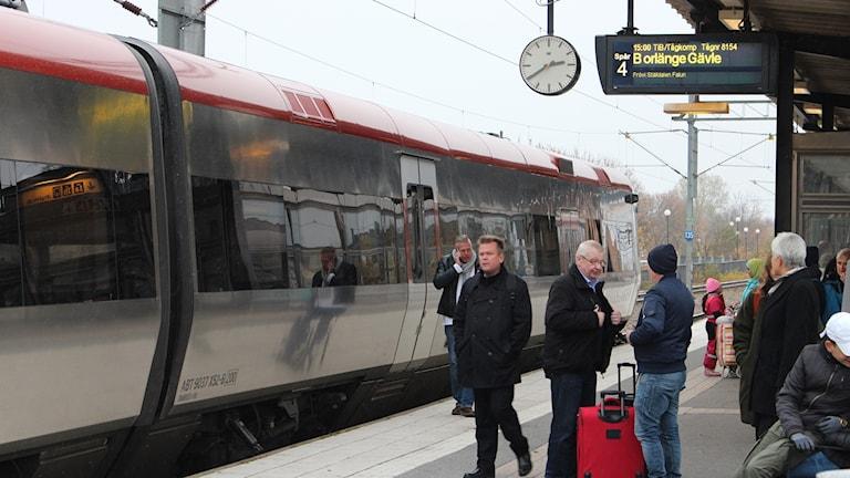 Resenärer på Örebro resecentrum.