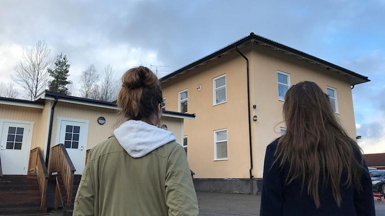 Jenny Segerfelt Stenby och Mirjam Björkman är två Ramsbergsbor som kämpar för ortens skola.