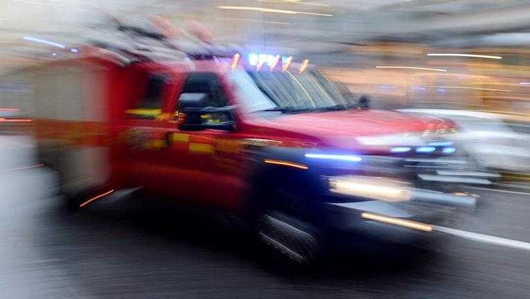 Brandkåren kallades till Kulturskolan i Örebro efter att en bilbrand spridit sig till byggnaden.