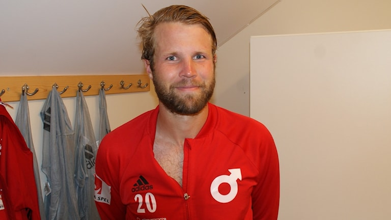 En trots allt lite nöjd lagkapten i Degerfors. Foto: Lasse Hellstrandh/Sveriges Radio