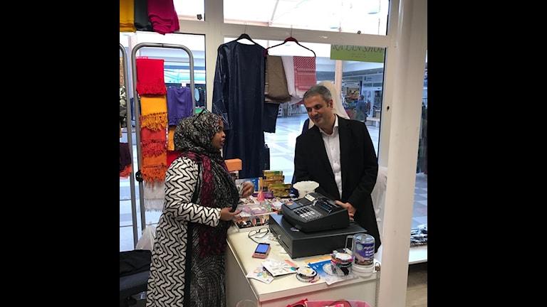 Ibrahim Baylan träffar Faduma Ali Nour i Vivalla