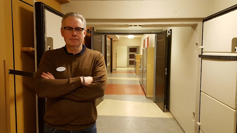 Rektor Anders Forsberg, Nora, i skolkorridor.