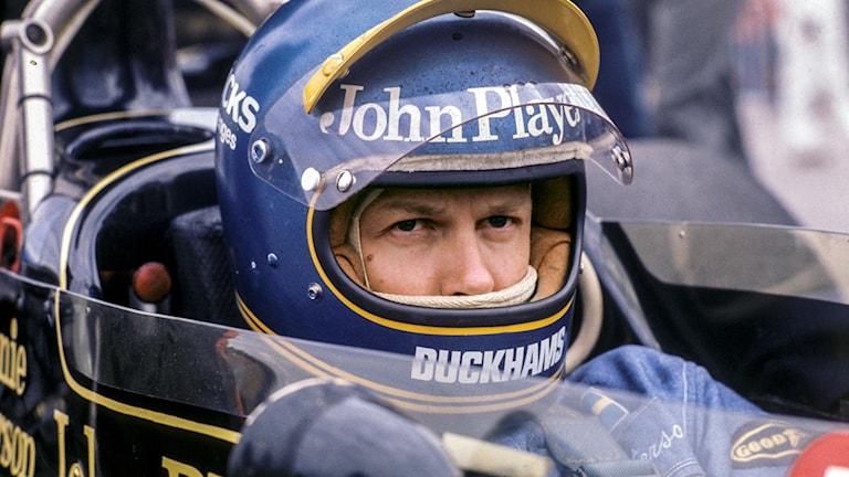 Ronnie Peterson sitter i sin bil