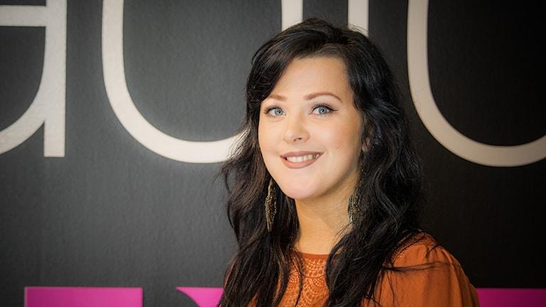 Anna Folkesson var första finalist att avslöjas i radion -- nu är hon ett steg närmare att få stå på scenen som P4 Örebros lokalartist på O, Hela natt.