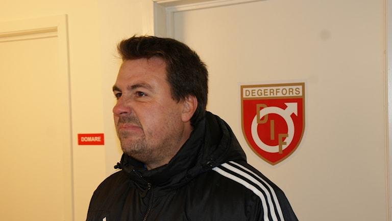 Degerforstränaren Stefan Jacobsson. Foto: Lasse Hellstrandh/Sveriges Radio