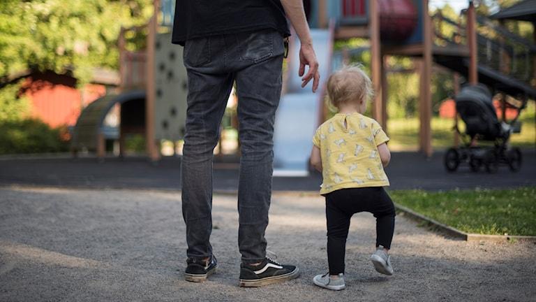 Pappa med barn.