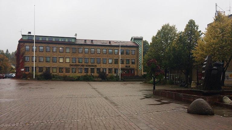 Regnigt på torget i Degerfors en eftermiddag i oktober
