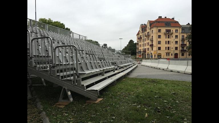 Läktarna till Örebro Race day tar plats och orsakar trafikstörningar.