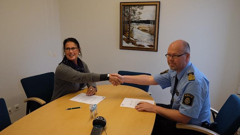 Samverkansöverenskommelsen kommer att undertecknas av Christina Johansson, ordförande i Brottsförebyggande rådet samt Thomas Jäderqvist, lokalpolisområdeschef.