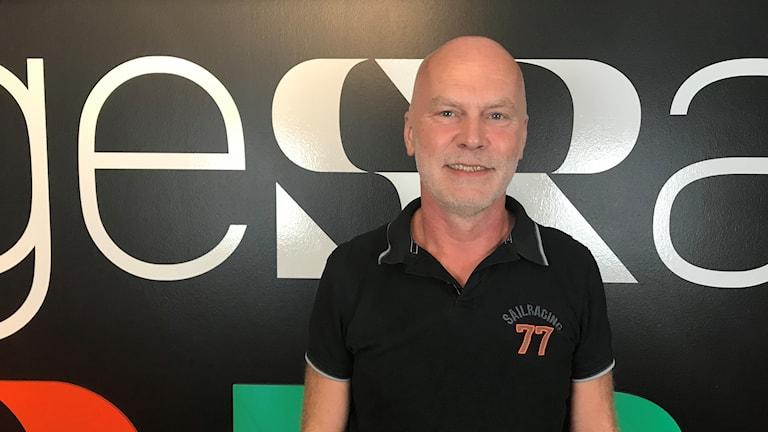 Redaren Jan-Erik Ekblad på plats i Sveriges Radios Studio.