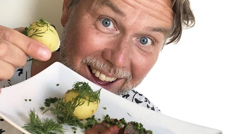 Magnus Dahlberg bjuder regionpolitiker på lunch i sommar.