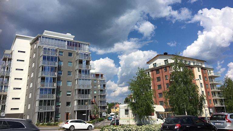 Tre nybyggda hus i Lindesberg.