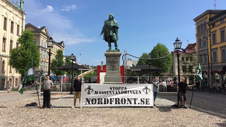 Nordiska motståndsrörelnse (NMR) under manifestationen på Stortorget i maj.