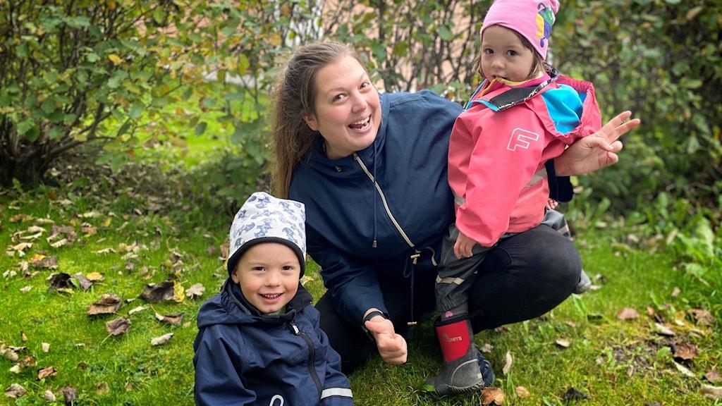 Josef och Molly med mamma Madeleine Klippel.