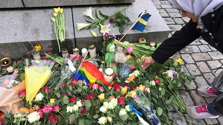 Stortorget i Örebro med blommor.