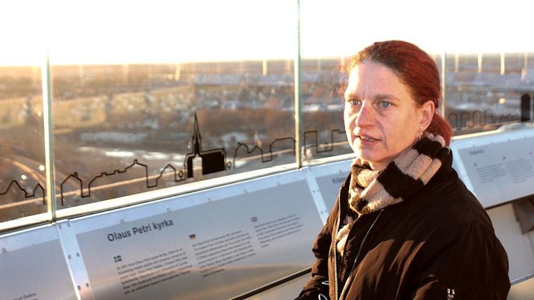 Sofie Andersson står uppe på Svampen i Örebro