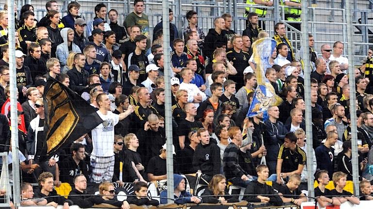 AIK-klacken på plats på Behrn Arena när Örebro SK möter AIK. Foto: Conny Sillén / Scanpix.