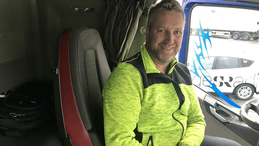 Bosse Vejdeland bor och jobbar i sin lastbil.