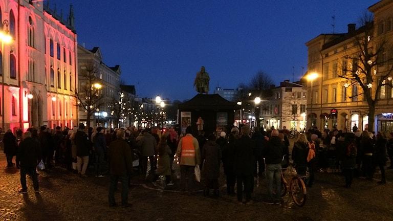 Ljusmanifestation på Stortorget i Örebro